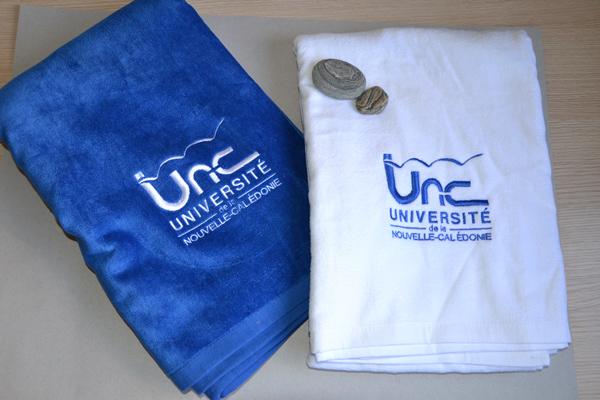 Serviette de bain - Université de la Nouvelle-Calédonie